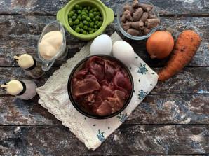 Салат с куриными сердечками и печенью - фото шаг 1