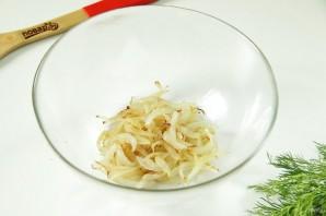 Салат с грибами и крабовыми палочками - фото шаг 2