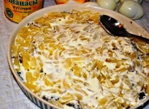 Слоеный салат с курицей и ананасами - фото шаг 5