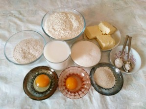 Сдобные булочки, прослоенные штрейзельной крошкой - фото шаг 1