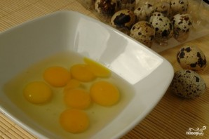 "Салат ""Цезарь"" с перепелиными яйцами - фото шаг 3"