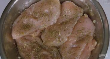 Куриное филе в сливочно-грибном соусе - фото шаг 1