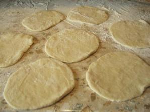 Пирожки из теста на кефире - фото шаг 7