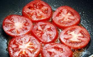 Жареные яйца с помидорами - фото шаг 2