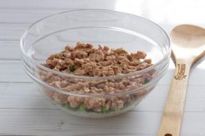 Слоеный салат с печенью трески - фото шаг 4