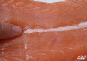 Омлет с лососем - фото шаг 3