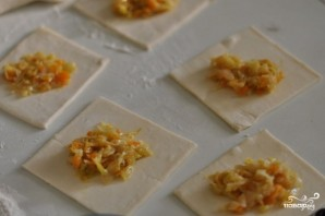 Слоеные пирожки с капустой - фото шаг 2