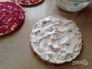 Бисквитный торт с вишней и творожным кремом - фото шаг 12