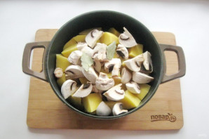 Курица с грибами в казане - фото шаг 7