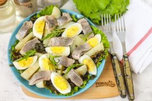 Салат с морской капустой и селедкой - фото шаг 6