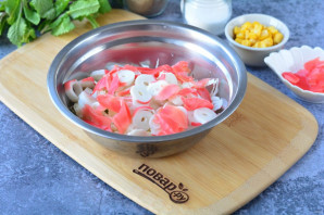 Салат с имбирем и крабовыми палочками - фото шаг 5