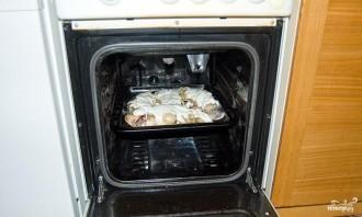Караси в сметане в духовке - фото шаг 7