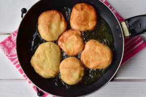 Пампушки на сковороде с чесноком - фото шаг 9