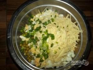 Салат с зелёным горошком консервированным - фото шаг 3