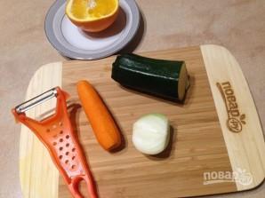 Рис с морковкой, цуккини и апельсином - фото шаг 2
