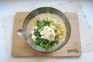 Зеленый салат с крабовыми палочками - фото шаг 8