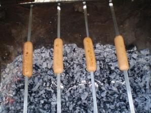 Сосиски на мангале - фото шаг 5