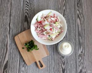 Салат из крабовых палочек и ветчины - фото шаг 5