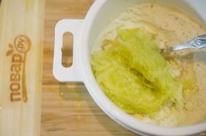 Блинчики из кабачков с зеленью - фото шаг 3
