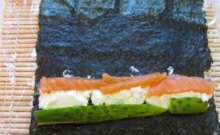 Роллы с икрой летучей рыбы - фото шаг 4
