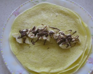 Блинчики с шоколадом и бананом - фото шаг 5