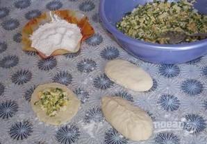 Пирожки с луком и яйцом на дрожжевом тесте - фото шаг 9
