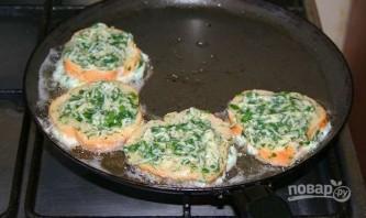 Гренки с сыром и яйцом на сковороде - фото шаг 5