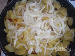 Картофель жареный с луком и зеленью - фото шаг 4