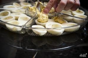 Яйца фаршированные желтком - фото шаг 7