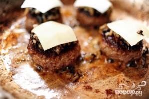 Сэндвичи с говядиной, грибами и швейцарским сыром - фото шаг 4