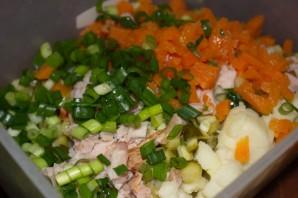 Салат с копченой курицей и сухариками - фото шаг 4
