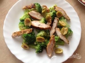 Салат с курицей, брокколи и моцареллой - фото шаг 7