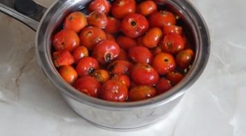 Сироп из плодов шиповника - фото шаг 1