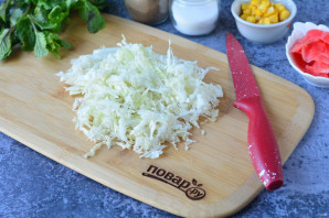 Салат с имбирем и крабовыми палочками - фото шаг 2