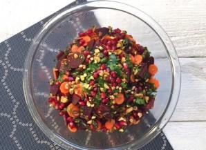 Салат со свеклой, морковью и гранатом - фото шаг 6
