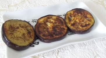 Горячая закуска из баклажанов и помидоров под сыром - фото шаг 4