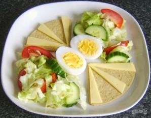 Салат с яйцом и сыром - фото шаг 5