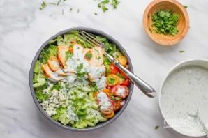 Салат с куриной грудкой, овощами и йогуртом - фото шаг 4
