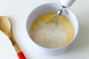 Пирог с клюквой на кефире - фото шаг 4