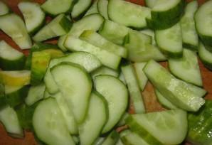 Салат из огурцов на зиму без стерилизации - фото шаг 3
