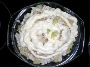 Салат с ананасом и чесноком - фото шаг 5