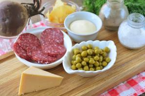 Салат с чипсами и копченой колбасой - фото шаг 1