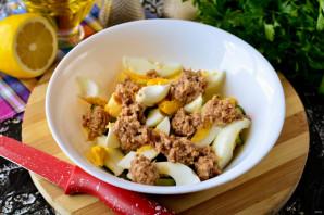 Салат с консервированным тунцом, яйцом и огурцом - фото шаг 4