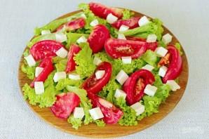 Зеленый салат с помидором и овечьей брынзой - фото шаг 4