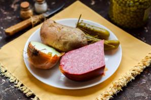 Салат из колбасы и маринованного лука - фото шаг 1