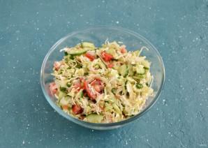 Салат с капустой, огурцом и помидором - фото шаг 5