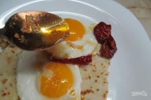 Лепешка с яйцом на завтрак - фото шаг 6