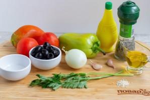 Овощной салат с маслинами и кунжутом - фото шаг 1