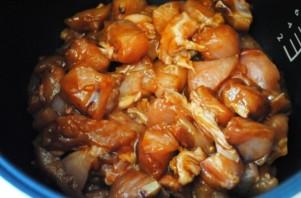 Куриное мясо в мультиварке - фото шаг 4