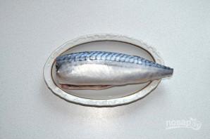 Шашлык из скумбрии на мангале - фото шаг 6